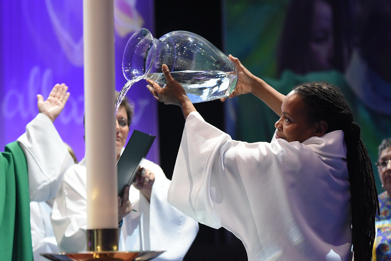 Tenth Triennial Gathering | Valora Starr, Women of the ELCA staff pours the water of baptism at the opening worship.