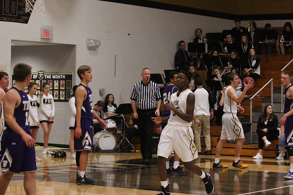 1/10 Varsity boys basketball team v. Troy