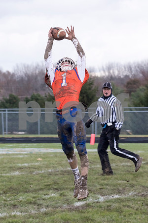 Sam Buckner for Shaw Media.<br /> Jacob Stojan leaps for a catch made on Saturday October 2, 2019.