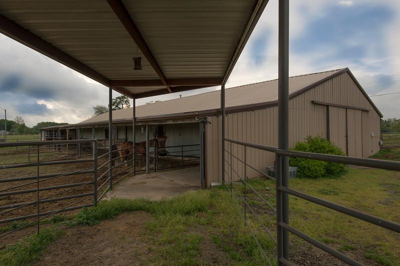Indoor & Outdoor stalls plus one bedroom apartment.