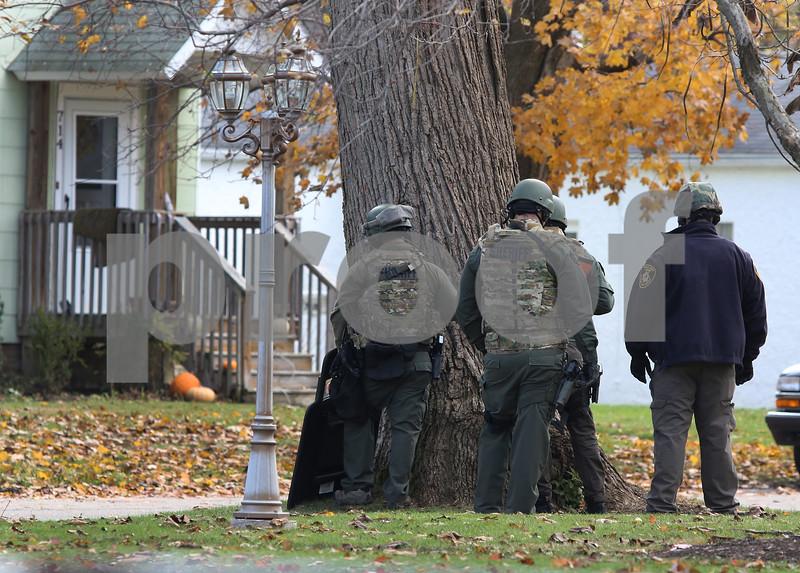 dc.1106.police.standoff03