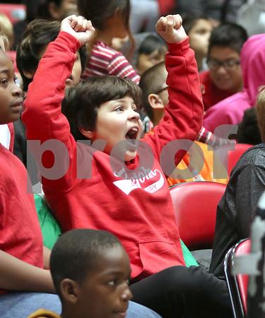 dc.sports.1106.niu basketball03