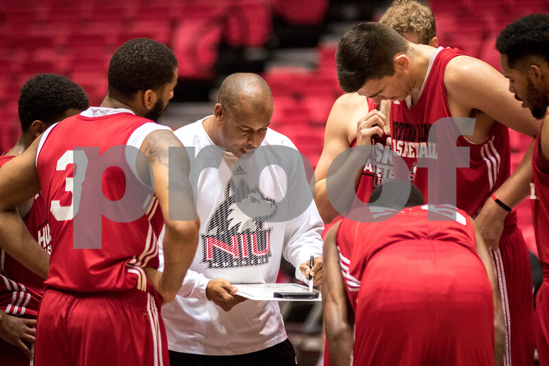 Sam Buckner for Shaw Media.<br /> Head coach Mark Montgomery talks to his team during practice on Monday November 7, 2016.