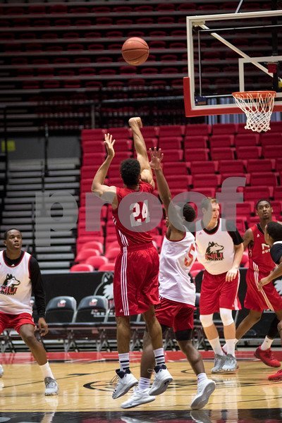 Sam Buckner for Shaw Media.<br /> Aaric Armstead shoots a 3-pointer during practice on Monday November 7, 2016.