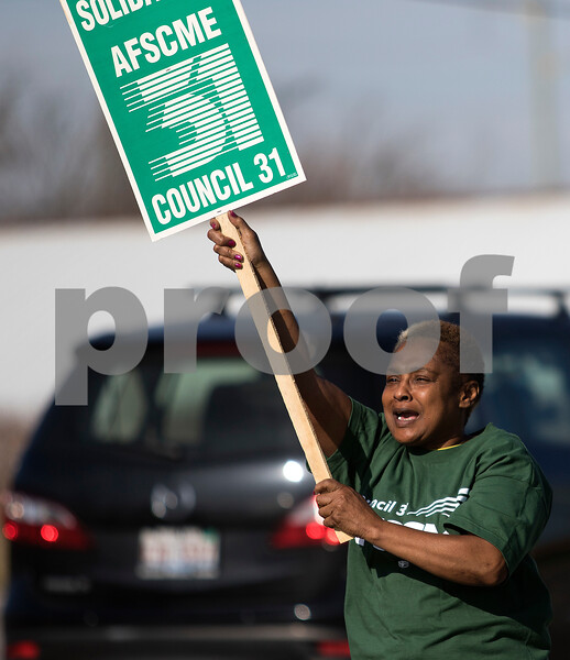 dnews_1117_Picketers_Picketing_02