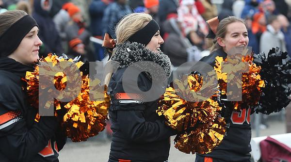 hspts_sun1120_fball_pr_dk_dk_cheerleaders