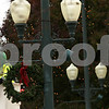dnews_1121_Wreath_Hanging_02