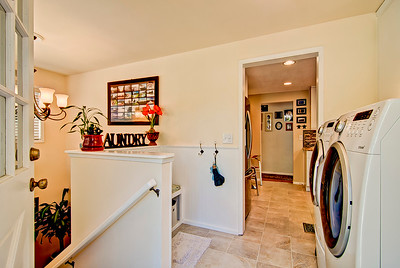rear entry laundry mudroom access down