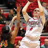dc.sports.1129.niu women12