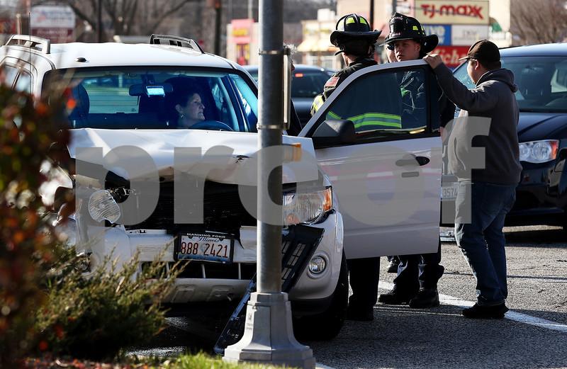 dnews_1129_Car_Crash_01