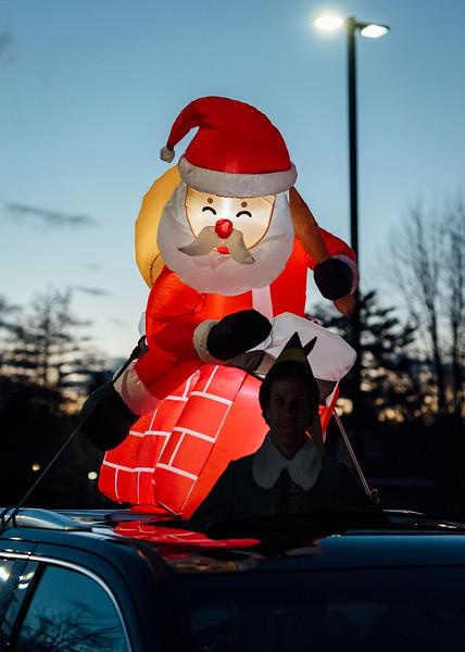 12 4 20 Lynnfield Holiday lights caravan 17