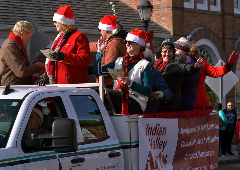 . Members of the Indian Valley Arts Foundation wave and sing carols in the Souderton Holiday Parade Dec. 2, 2017. (Bob Raines--Digital First Media)