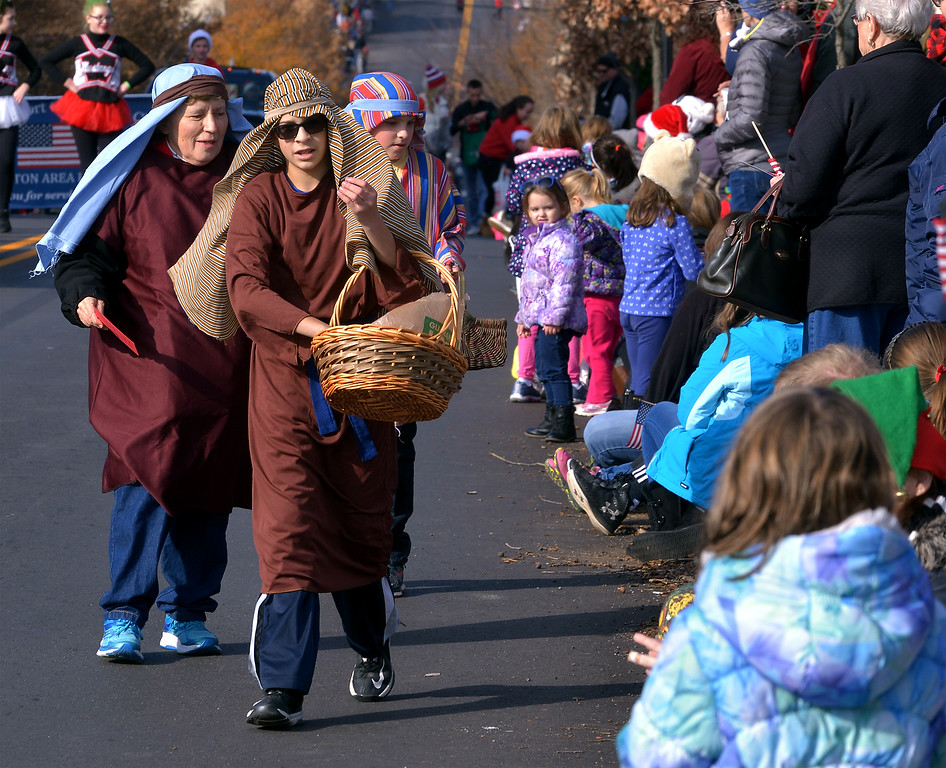. Members of Immanuel Leidy\'s Church hand out candy along N. Main St. during the Souderton Holiday Parade Dec. 2, 2017. (Bob Raines--Digital First Media)