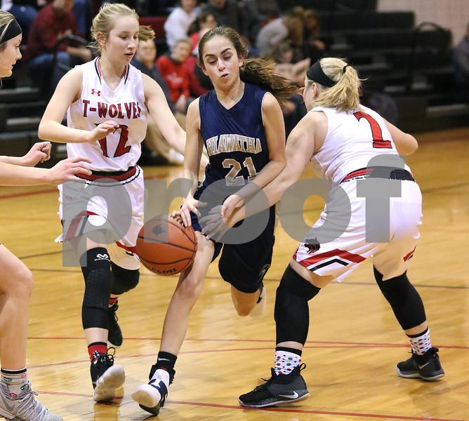 dc.sports.1208.ic hia girls hoops03