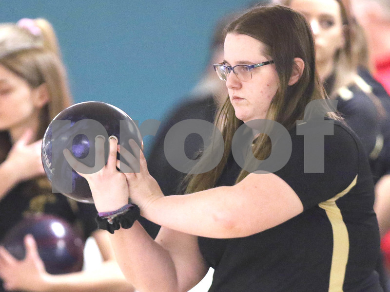dc.sports.1211.dekalb sycamore bowling02