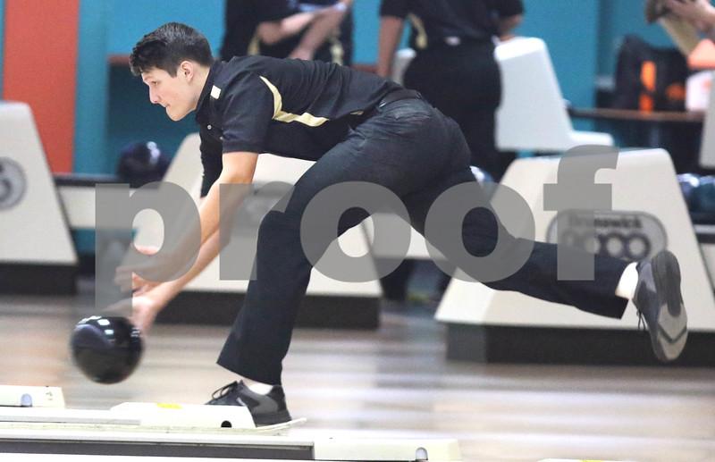 dc.sports.1211.dekalb sycamore bowling07