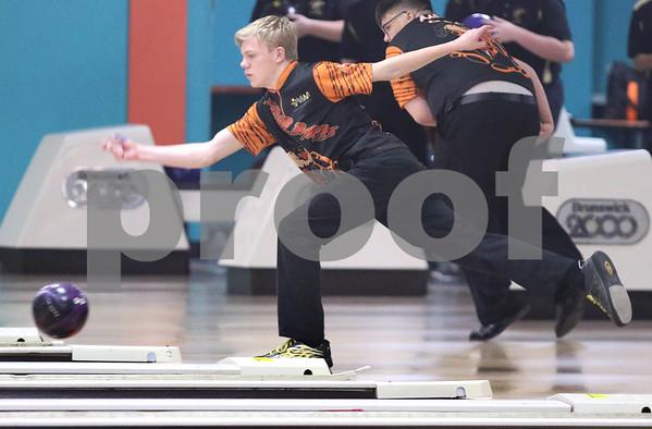 dc.sports.1211.dekalb sycamore bowling04