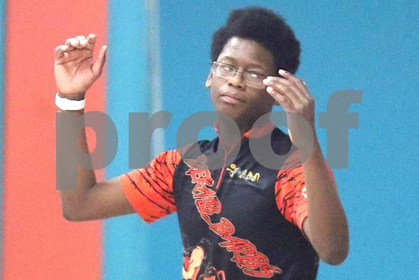 dc.sports.1211.dekalb sycamore bowling08