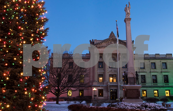 dnews_1212_Courthouse_Dawn_24