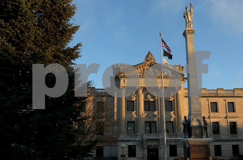 dnews_1212_Courthouse_Dawn_05