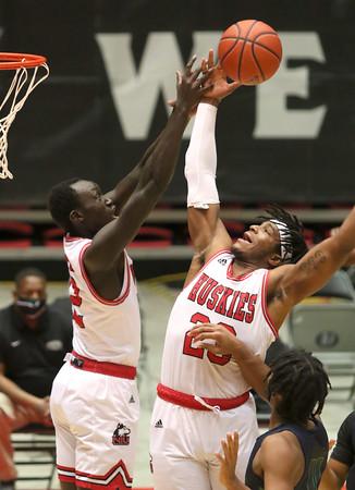 dc.1219.NIU mens basketball vs Chicago St01