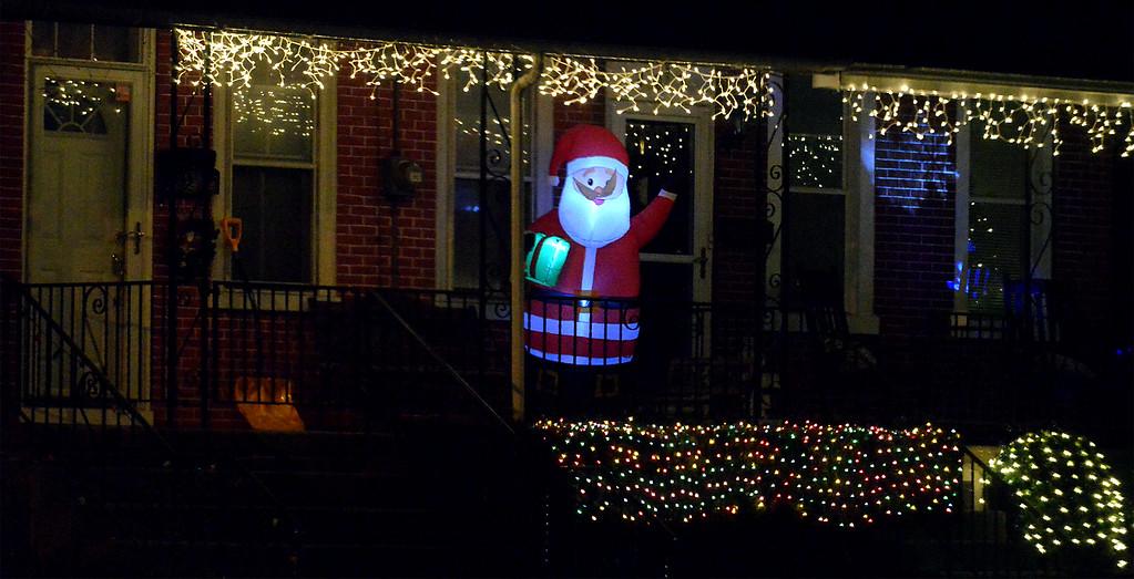 . (Bob Raines-/Digital First Media)  Santa on Susquehanna Ave., Lansdale Dec. 21, 2017.