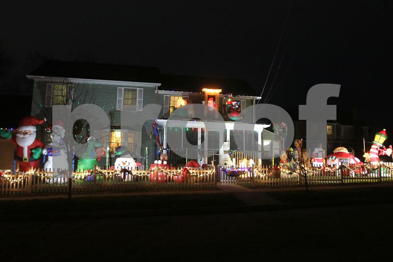 dc.1224.Christmas lights04