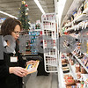 dnews_1223_HyVee_Employee_07