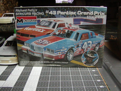 1/24 Scale Nascar Kits & Parts