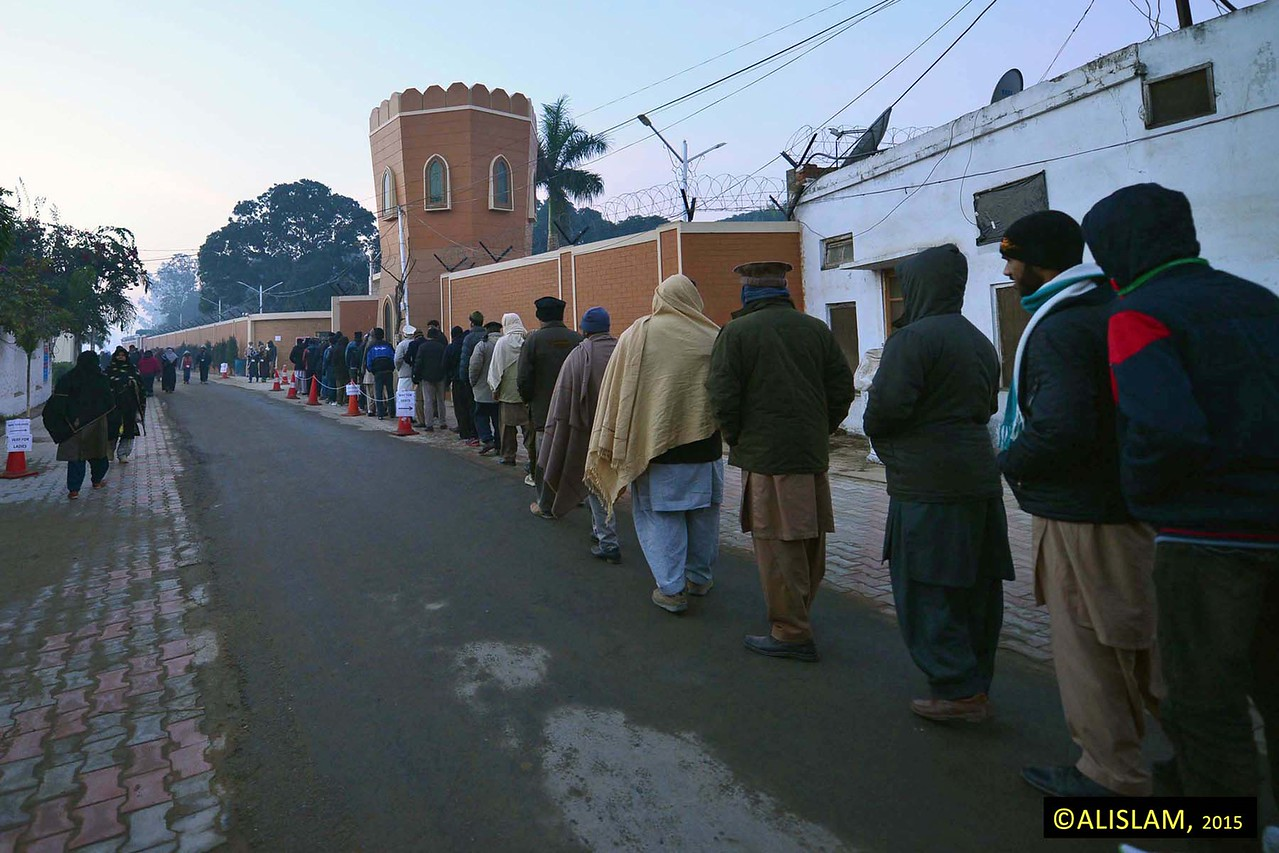 People queuing to enter to view Bahishti Maqbara, Qadian.