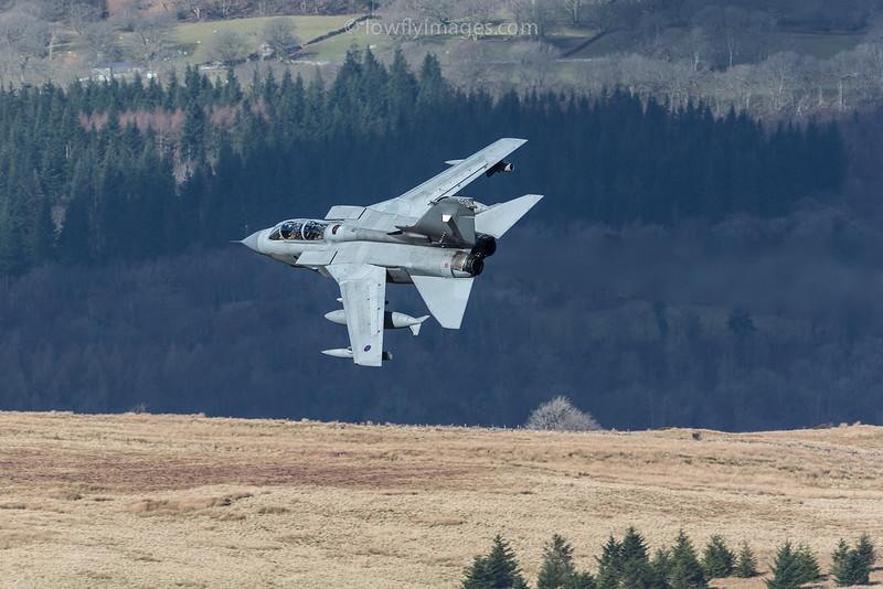 Tornado GR4, ZA542, 035, Bwlch exit
