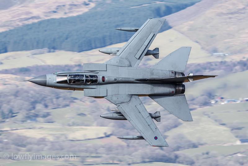 Tornado GR4 ZA588, 056, Bwlch exit