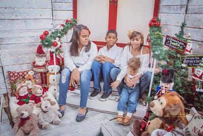 271. Thazari y Familia navidad 2017