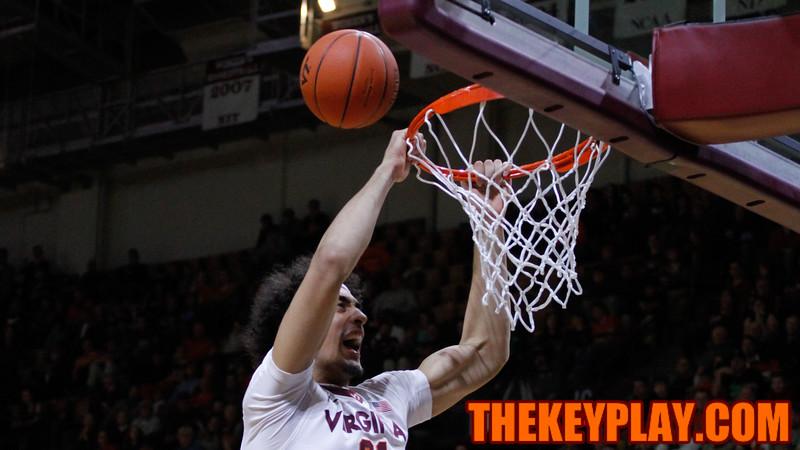 Satchel Pierce misses an open slam dunk. (Mark Umansky/TheKeyPlay.com)