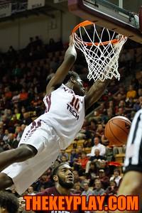 Justin Bibbs (10) finishes a slam dunk in the first half. (Mark Umansky/TheKeyPlay.com)