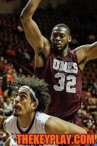 Satche Pierce looks up at the basket as Dominique Elliott (32) defends him. (Mark Umansky/TheKeyPlay.com)