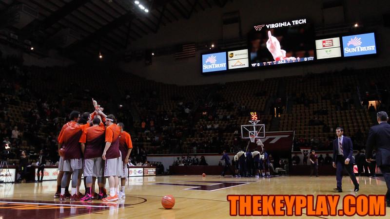The Hokies huddle up before the opening tipoff. (Mark Umansky/TheKeyPlay.com)