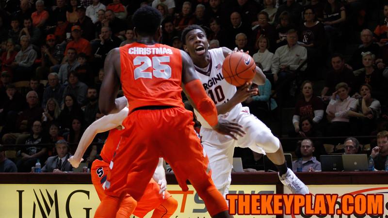 Justin Bibbs tries to get past a pair of Syracuse defenders. (Mark Umansky/TheKeyPlay.com)