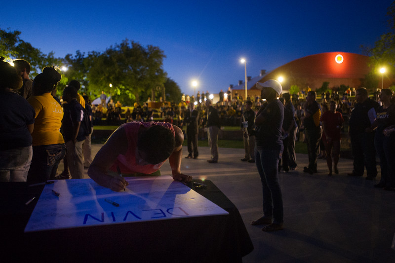 14294-event-Basketball Candlelight Vigil-4394