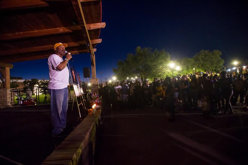 14294-event-Basketball Candlelight Vigil-4450