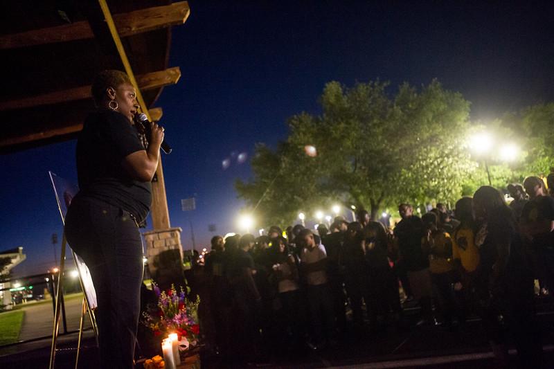 14294-event-Basketball Candlelight Vigil-4458