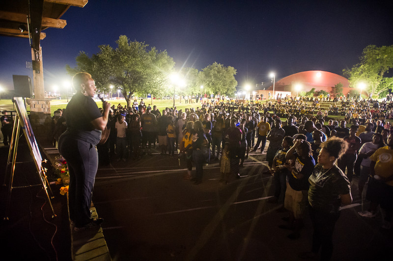 14294-event-Basketball Candlelight Vigil-4464