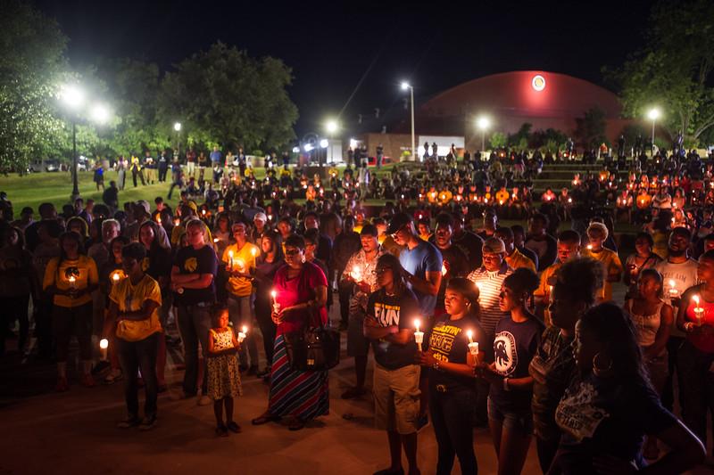 14294-event-Basketball Candlelight Vigil-4472