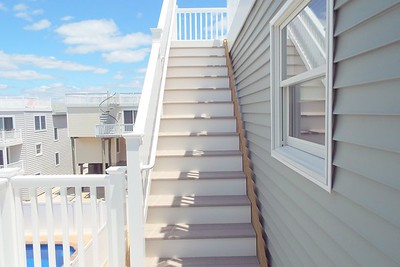 STEPS TO ROOFTOP DECK