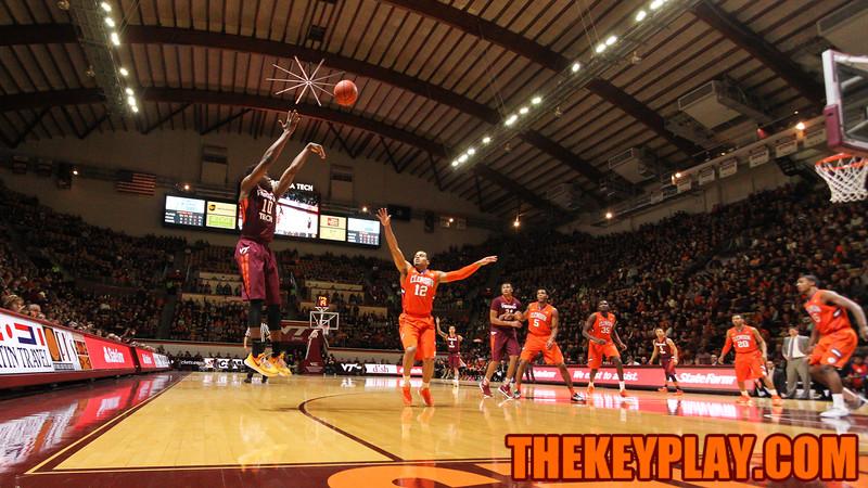 Justin Bibbs attempts a corner three point shot in the first half. (Mark Umansky/TheKeyPlay.com)