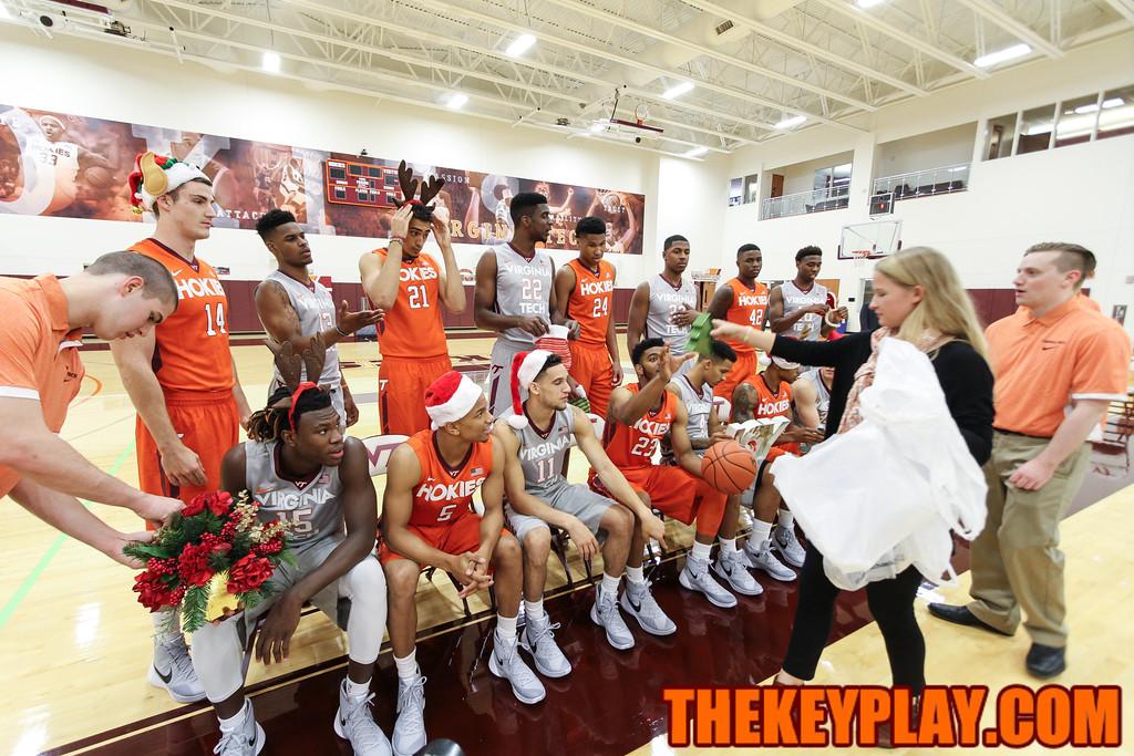 Players get props for a Christmas Card photo. (Mark Umansky/TheKeyPlay.com)