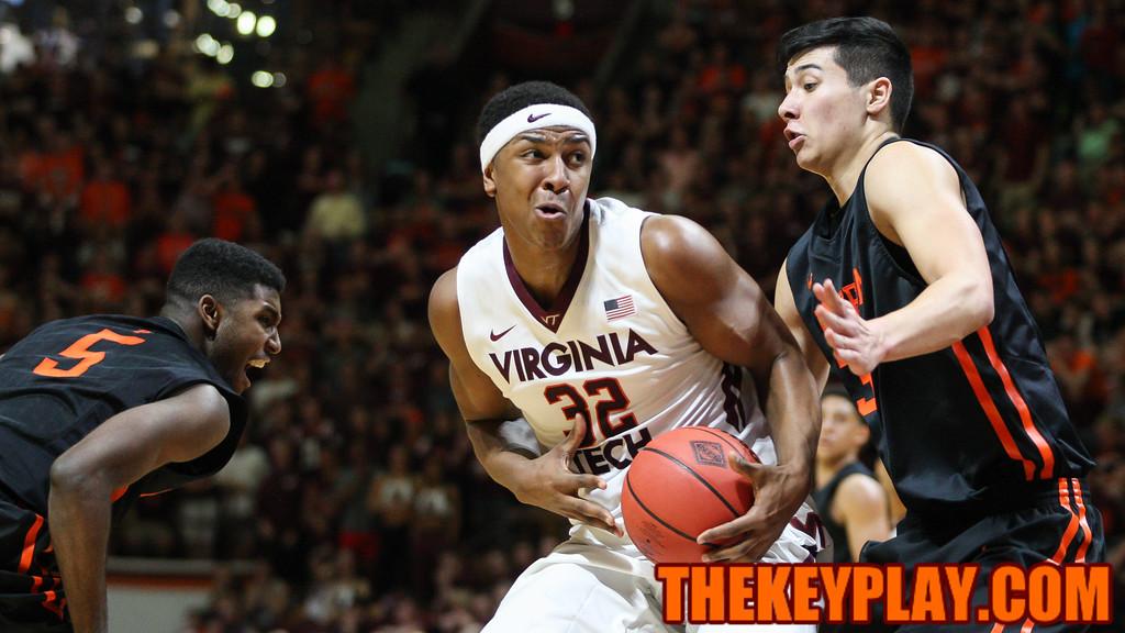 Zach Leday looks towards the basket. (Mark Umansky/TheKeyPlay.com)