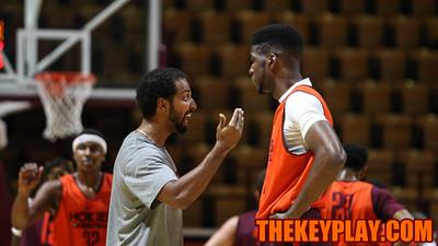 Assistant coach Jamie McNeily talks with Johhn Hamilton, a transfer from Jacksonville College. (Mark Umansky/TheKeyPlay.com)