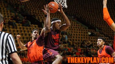 Zach Leday (32) looks to pass the ball from underneath the basket. (Mark Umansky/TheKeyPlay.com)