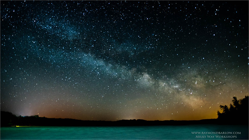 Milky Way Workshops<br /> <br /> ray@raymondbarlow.com<br /> Nikon D810 ,Nikkor 17-35mm f/2.8D ED-IF AF-S<br /> 30s f/2.8 at 17.0mm iso1000